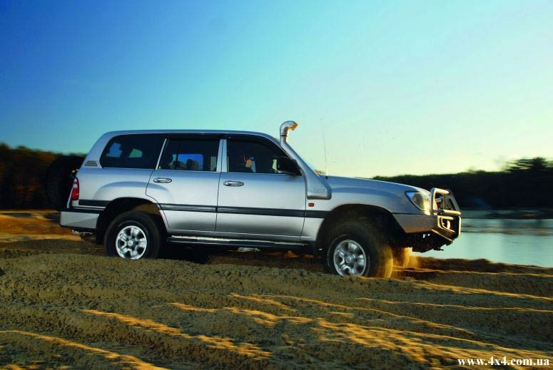 Toyota Land Cruiser 105 (2)
